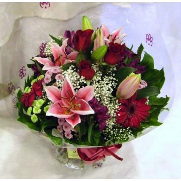 Ramo con rosas, lilium, gerberas,....